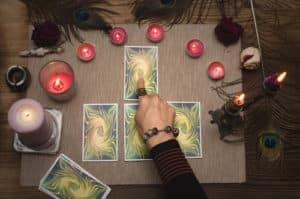 voyance-au-feminin-be-les-oracles-outils-de-divination-predire-lavenir