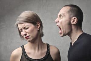 voyance-au-feminin-be-attaques-energetiques-agression