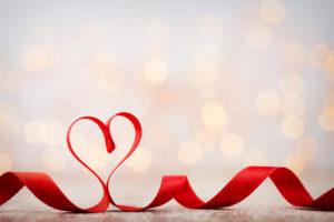 voyance-au-feminin-be-fil-rouge-amour-ruban-coeur