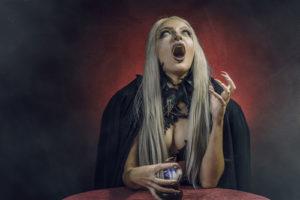 voyance-au-feminin-be-le-mythe-des-sorcieres-laides-affreuses
