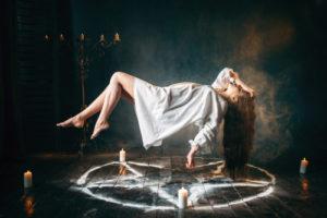 voyance-au-feminin-be-le-mythe-des-sorcieres-rituels-paiens